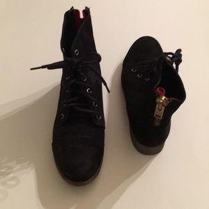 Steve Madden Resistt Black Leat boots
